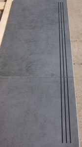 Step tiles with eased profile